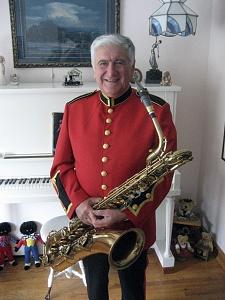 Нажмите на изображение для увеличения Название: Julian plays sax in band.jpg Просмотров: 0 Размер:141.2 Кб ID:1289285