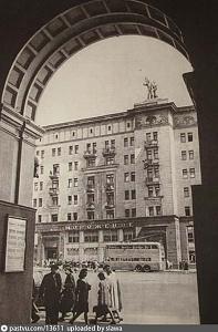 Нажмите на изображение для увеличения Название: 1947 год. Улица Горького.jpg Просмотров: 0 Размер:59.4 Кб ID:1386125