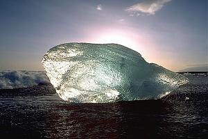 Нажмите на изображение для увеличения Название: 800px-IceBlockNearJoekullsarlon.jpg Просмотров: 0 Размер:87.3 Кб ID:539450