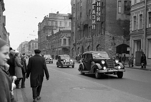 Нажмите на изображение для увеличения Название: Парад ретроавтомобилей. Большой проспект Петроградской. 1970-е.jpg Просмотров: 0 Размер:184.2 Кб ID:1369700
